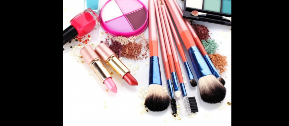 Halal Makeup: What is the fuss all about? - Islamic Fashion Design